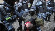 Russische Polizei lässt Schüler Einsatz gegen Nawalny nachstellen