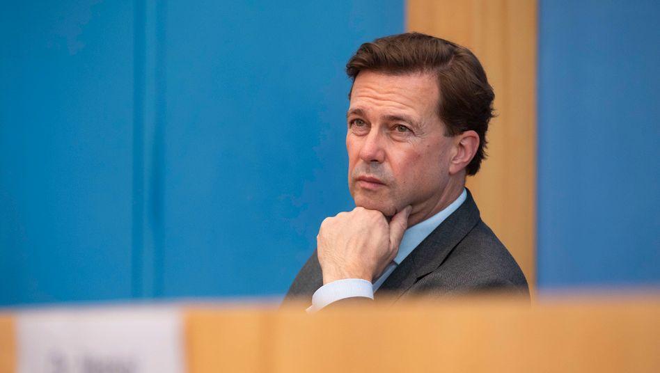 Steffen Seibert in der Bundespressekonferenz: »Es bleibt also entscheidend, Neuinfektionen, wie immer möglich, zu vermeiden«