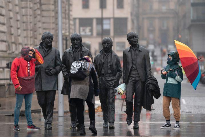 Fab Four unter Quarantäne: Passanten im Corona-Hotspot Liverpool