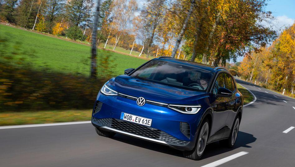 Der ID.4 soll das »Elektro-Weltauto« von VW werden. Das wuchtige Modell soll vor allem Kunden aus der SUV-Ecke abholen.