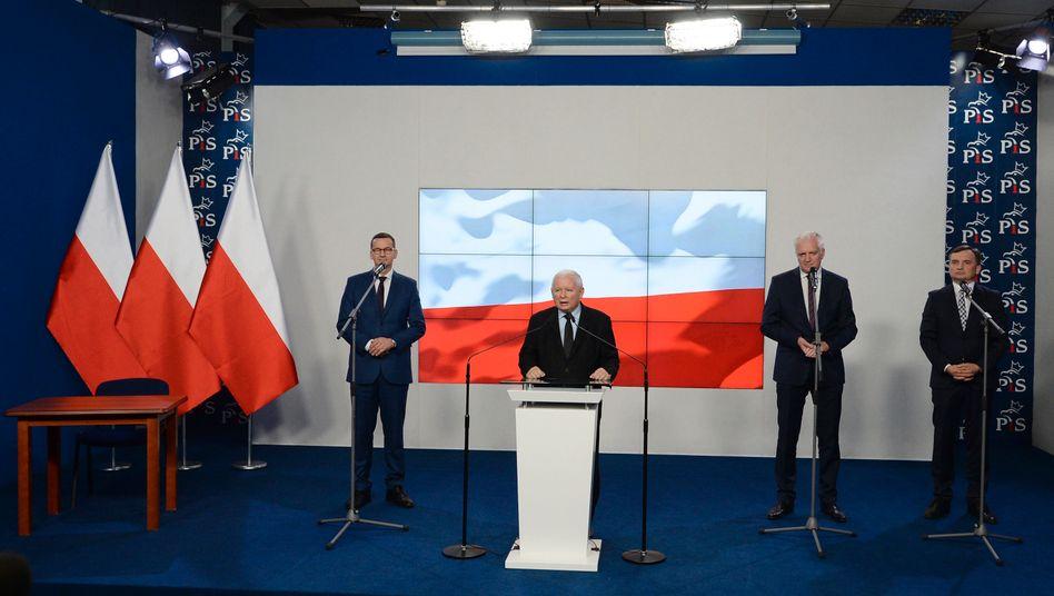 Premier Morawiecki, Kaczyński, Gowin und Ziobro: Etwas schratig - aber ein glänzender Taktierer