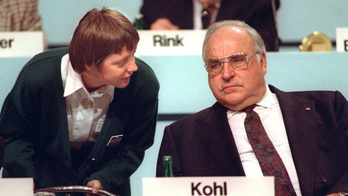 Kohl und Merkel: Meister der Macht
