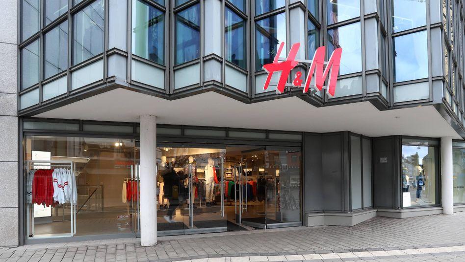 H&M-Filiale in Siegen (Archivbild): Die Modekette setzt ihre Mietzahlungen aus