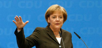 """Kanzlerin Merkel: """"Unverantwortlich, jetzt Panik zu machen"""""""
