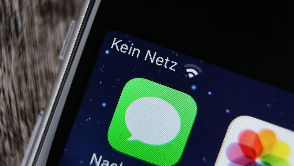 Der Handyempfang ist in vielen ländlichen Regionen Deutschlands noch immer lückenhaft