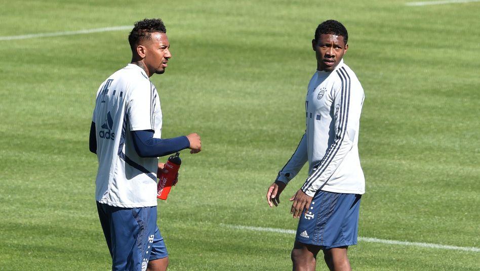 Müssen Bayerns Verteidiger Jerome Boateng (l.) und David Alaba bald mit Masken auflaufen?