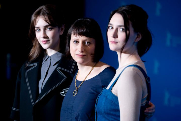 Regisseurin Hittman, M., mit Darstellerinnen Talia Ryder, Sidney Flanigan auf der Berlinale: Essentieller Wettbewerbsbeitrag