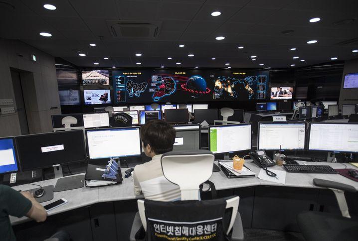 Mitarbeiter der Behörde für Internetsicherheit in Südkorea