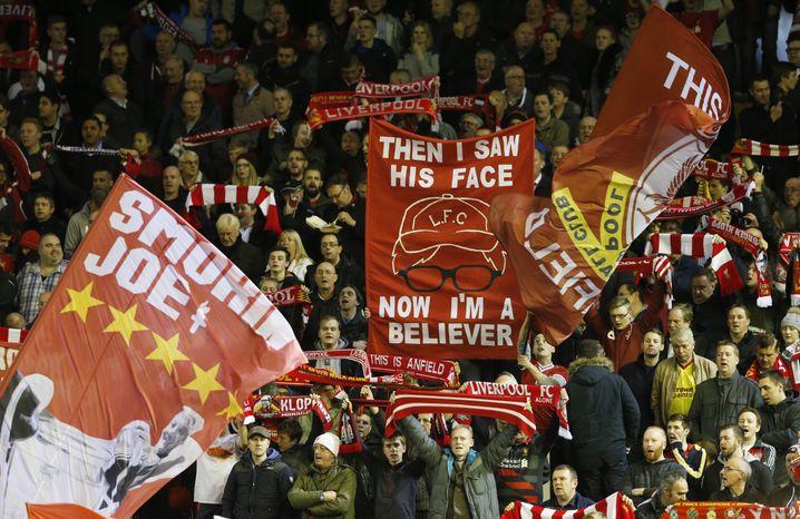 Liverpool-Fans mit Klopp-Plakat