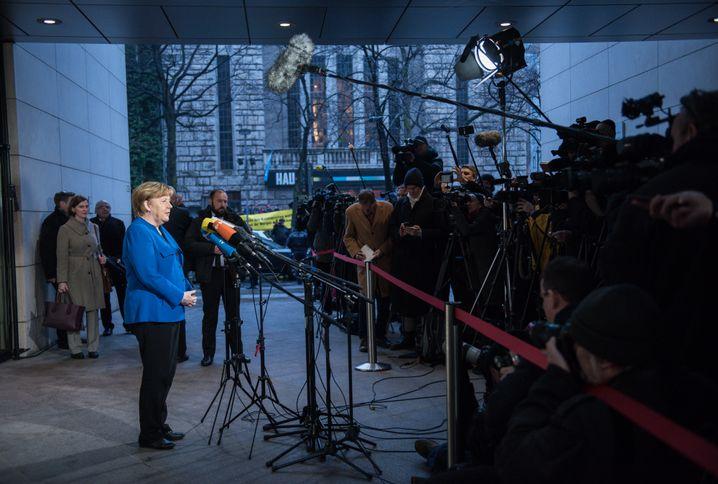 Regierungschefin Merkel: Alte politische Barrikaden wegräumen