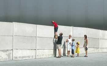 Mauer-Gedenkstätte an der Bernauer Straße: Eines von wenigen Teilstücken