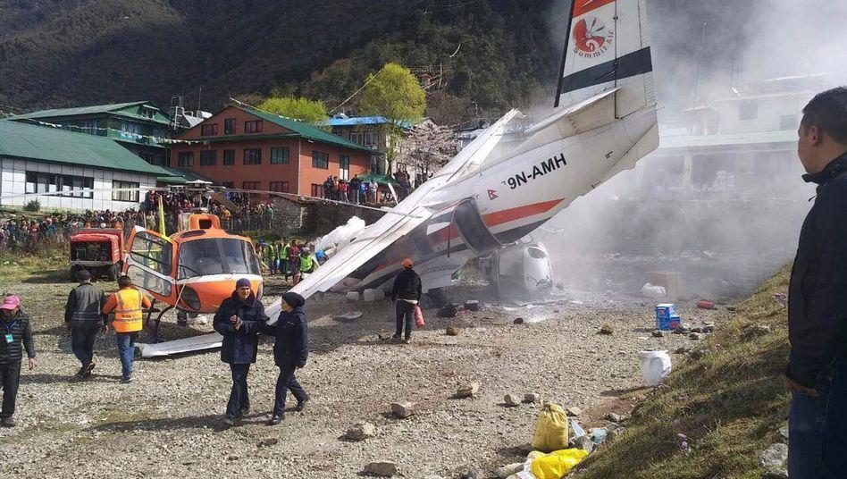 Flugzeugunglück auf dem Flughafen Lukla in der Nähe des Mount Everest