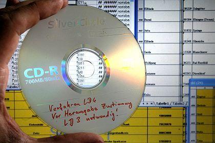 CD mit Daten (Archiv): Erste Spuren führen zu Callcentern