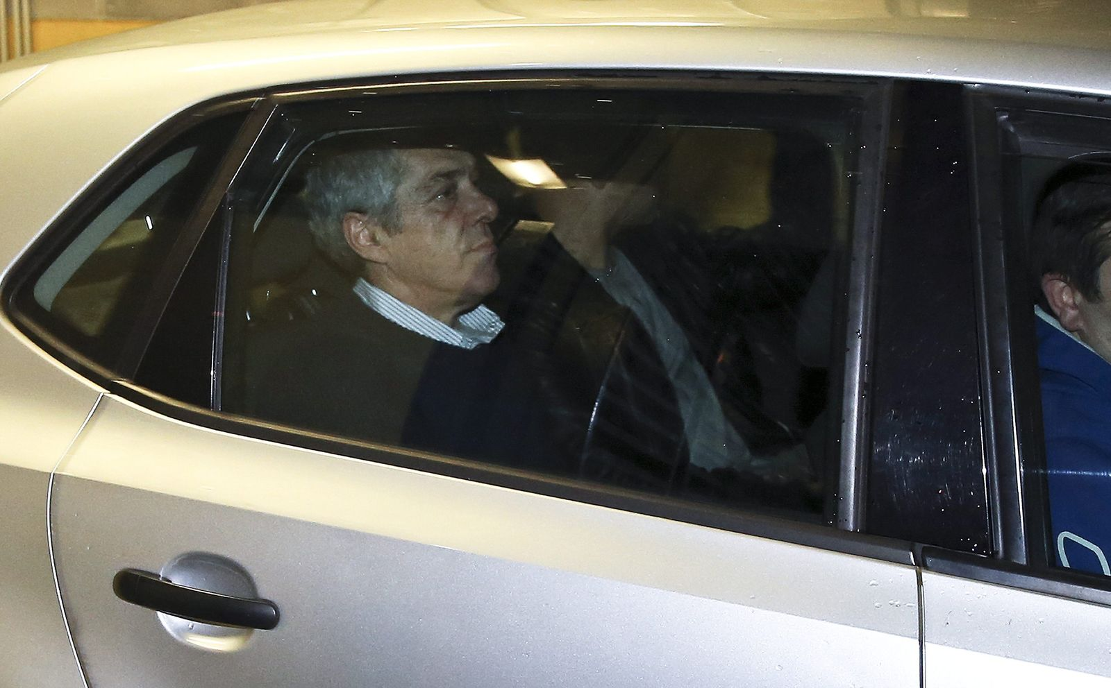 Portugals former Socialist prime minister Jose Socrates detained
