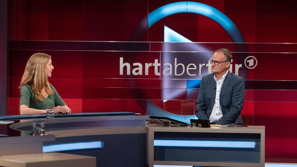 Der neue TV-Alltag: Frank Plasberg mit Psychologin Ulrike Scheuermann