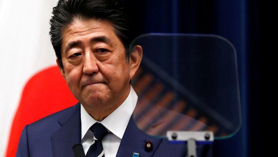 Japans Premierminister Shinzo Abe: Hat er das Coronavirus lange nicht richtig ernst genommen?