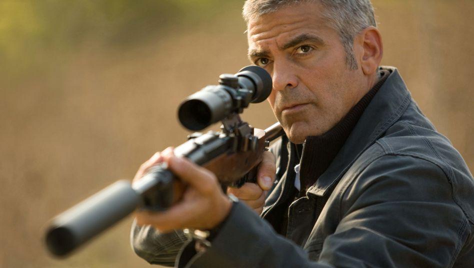 "Szenenbild aus ""The American"": George Clooney setzt zum Sieg an"