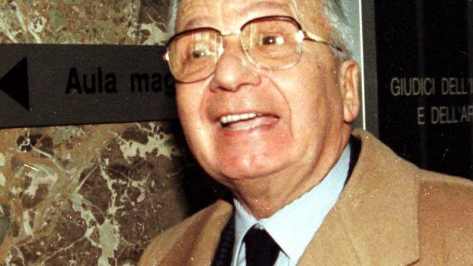 Logen-Chef Licio Gelli 1996: In Skandale mit Mafia und dem Vatikan