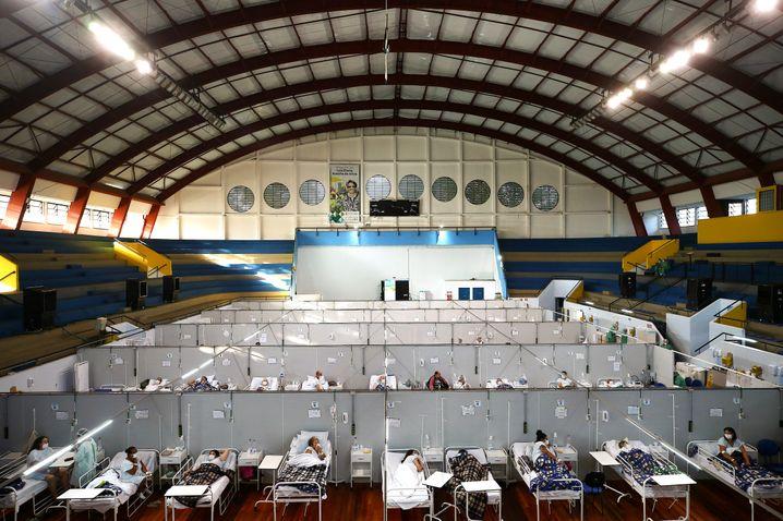 Covid-Patienten werden in einem Feldkrankenhaus im brasilianischen Santo Andre versorgt