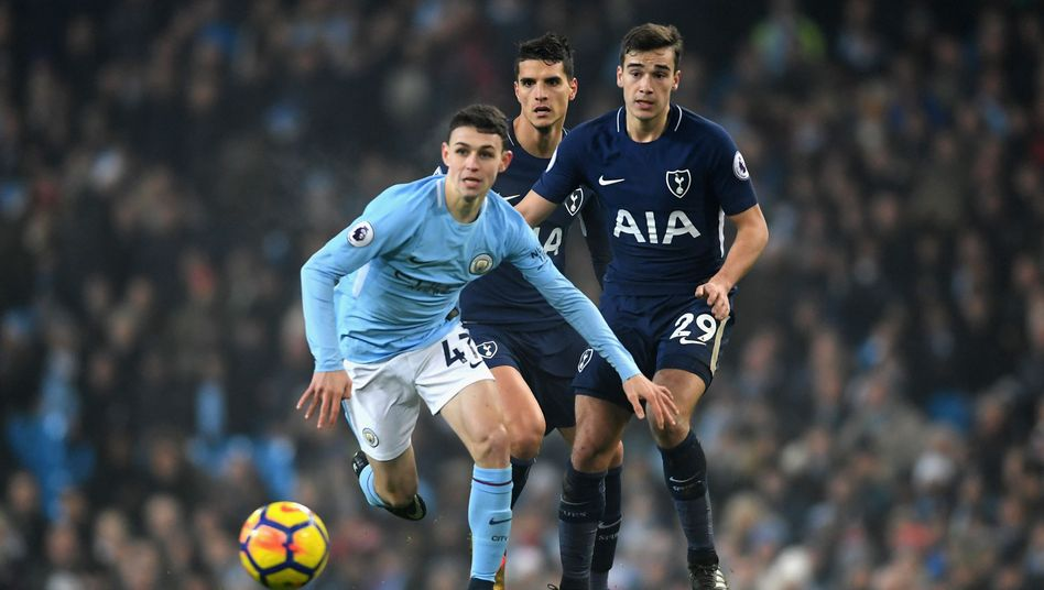 Phil Foden (links)