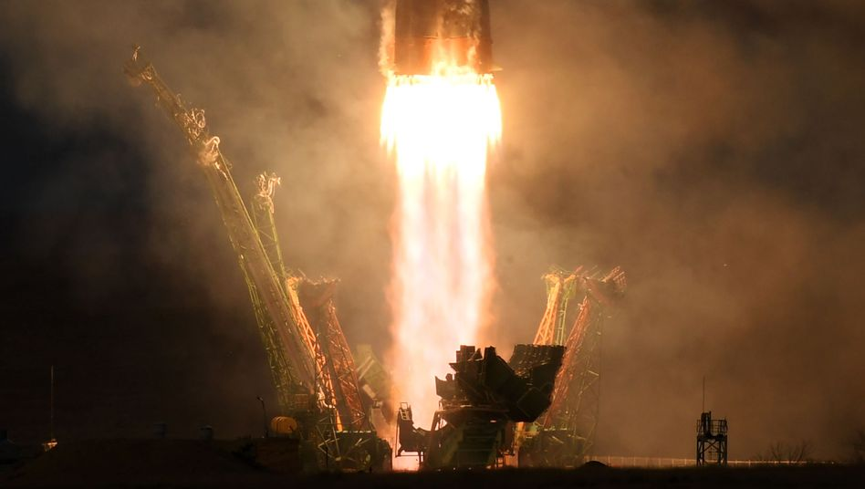 """Soyuz MS-11""-Rakete beim Start"
