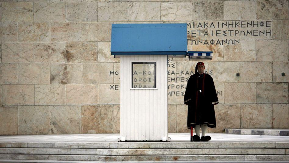 """Griechische Präsidentengarde in Athen: """"Auf Messers Schneide"""""""