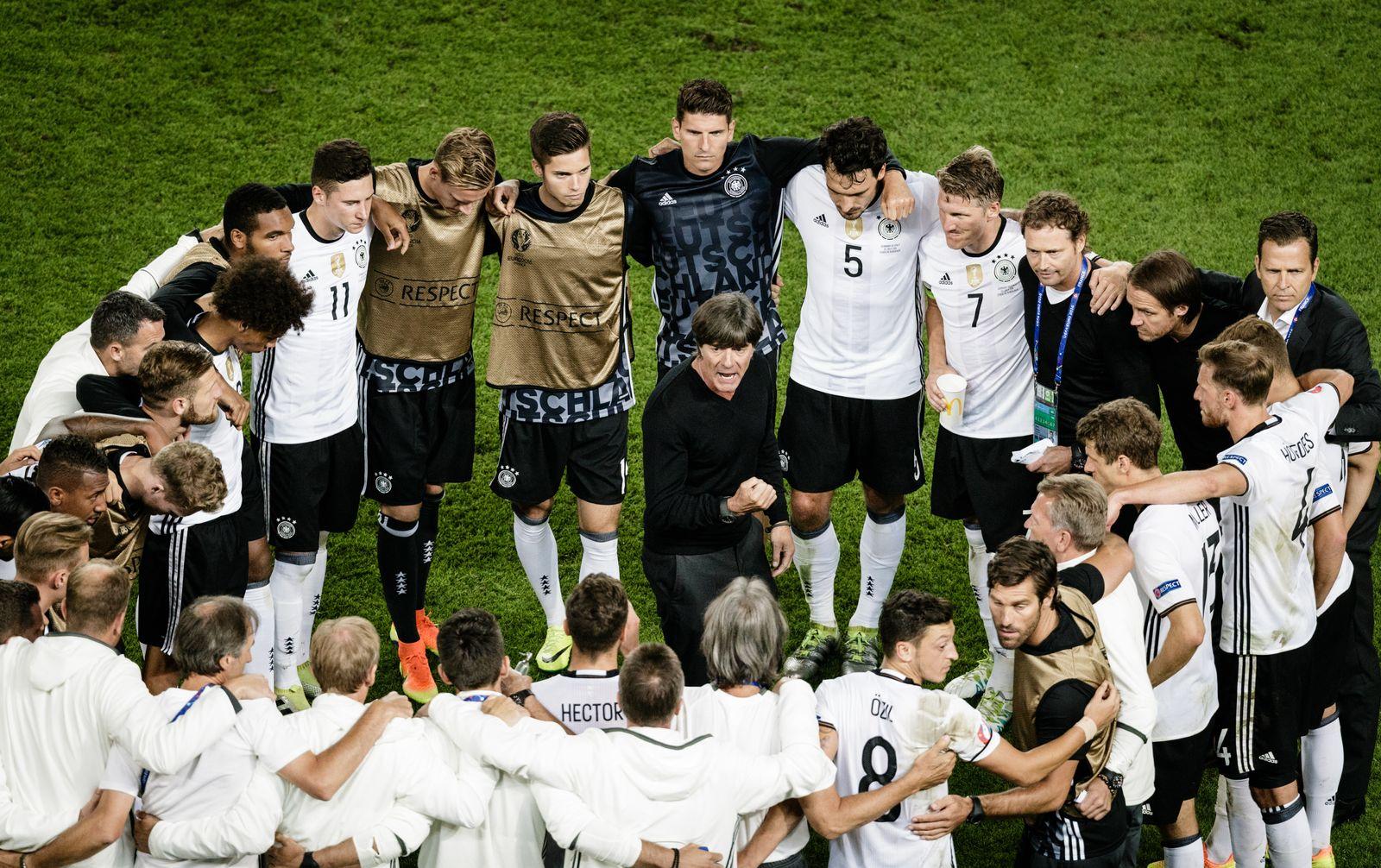 EINMALIGE VERWENDUNG SPIEGEL Plus SPIEGEL 28/2016 S.92 Löw - Fussball: UEFA Euro 2016, Viertelfinale, Deutschland - Italien, Stade Nouveau Bordeaux