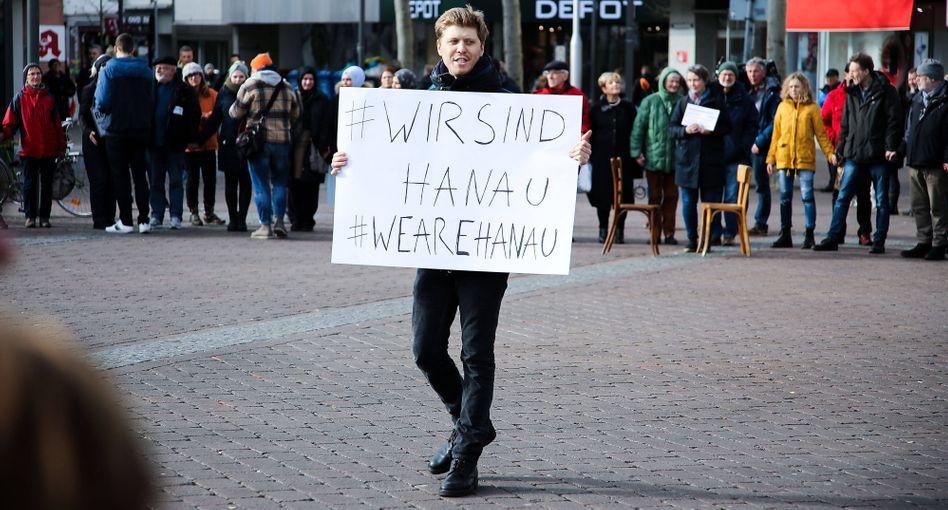 #WirsindHanau: Gedenken an die Opfer auf dem Marktplatz der hessischen Stadt