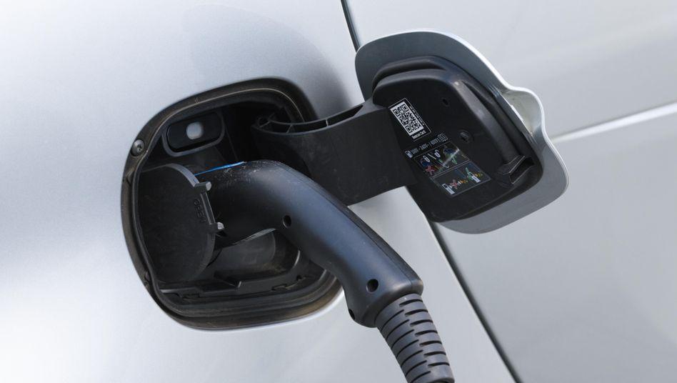 E-Auto beim Aufladen: Elektromotoren haben nur 200 Teile - nicht 1200