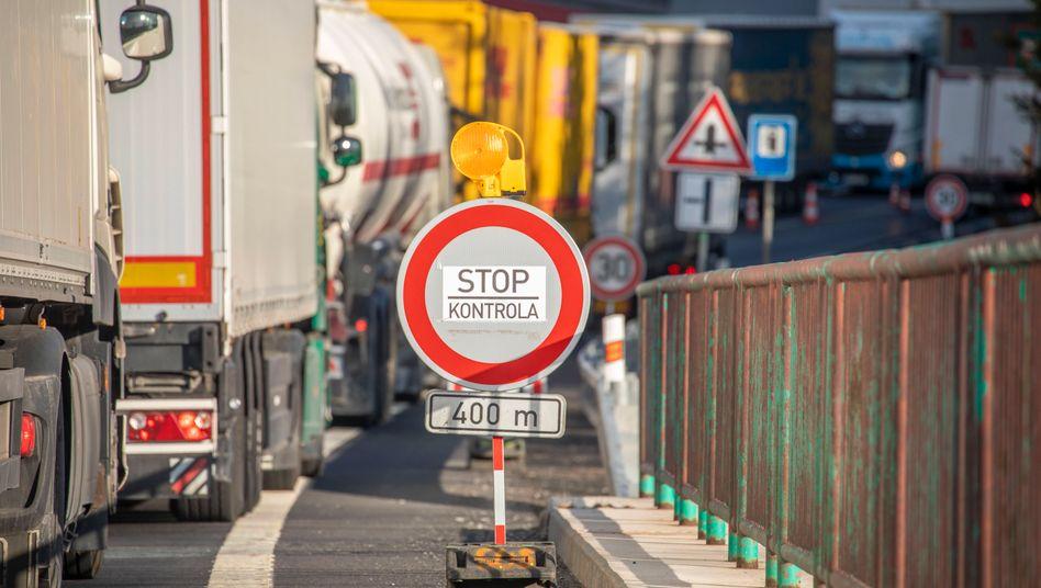 Anhalten, Kontrolle: Tschechien hat ein Einreise- und Ausreiseverbot erlassen