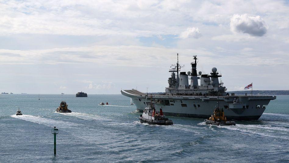 """Hubschrauberträger HMS """"Illustrious"""" am 12. Mai 2013: Notfallpläne für den Einsatz"""