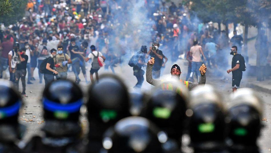 """Demonstranten und Polizisten in Beirut: """"Das System der Korruption ist größer als der Staat"""""""