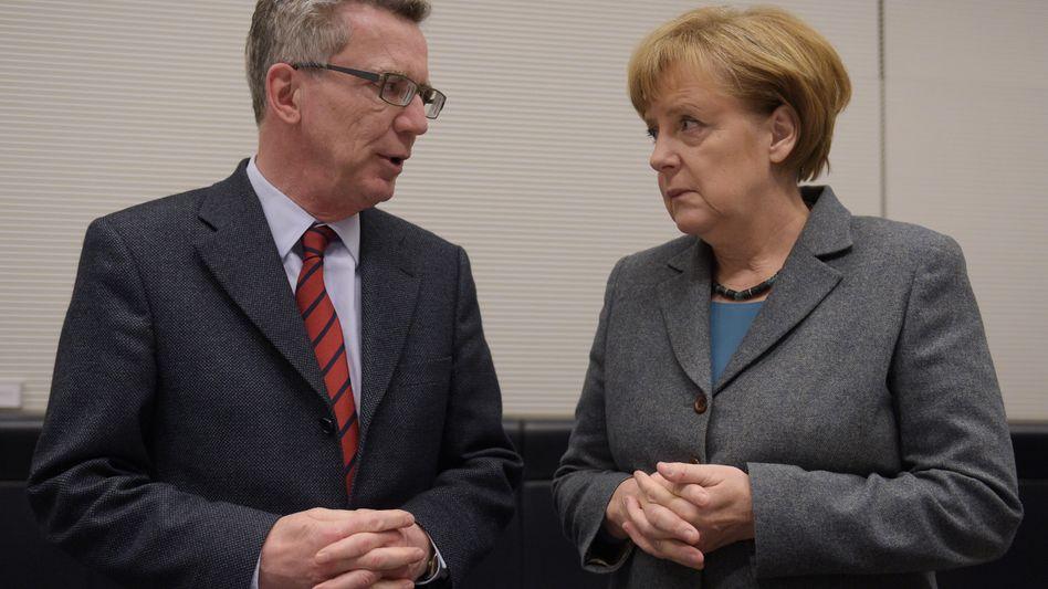 Innenminister Thomas de Maizière, Kanzlerin Angela Merkel: Wer wusste was wann?