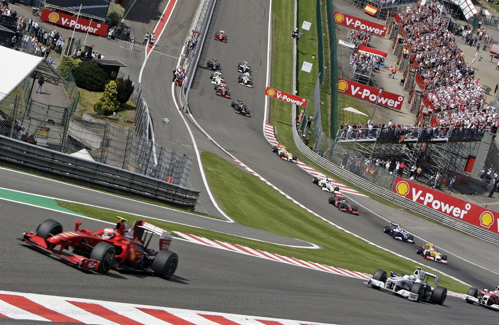Ferrari führt Feld an in Spa
