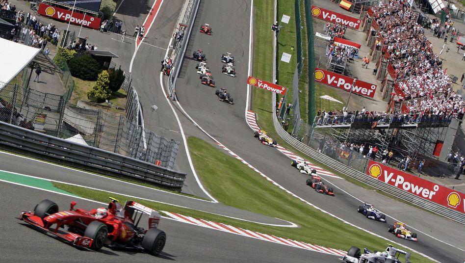 Ferrari-Pilot Räikkönen in Führung (Spa): Drei Ferrari auf der Strecke unerwünscht