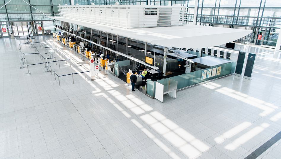 Fast menschenleeres Terminal am Flughafen München Anfang April: minus 98,6 Prozent an Fluggästen in Deutschland im Vergleich zum April 2019