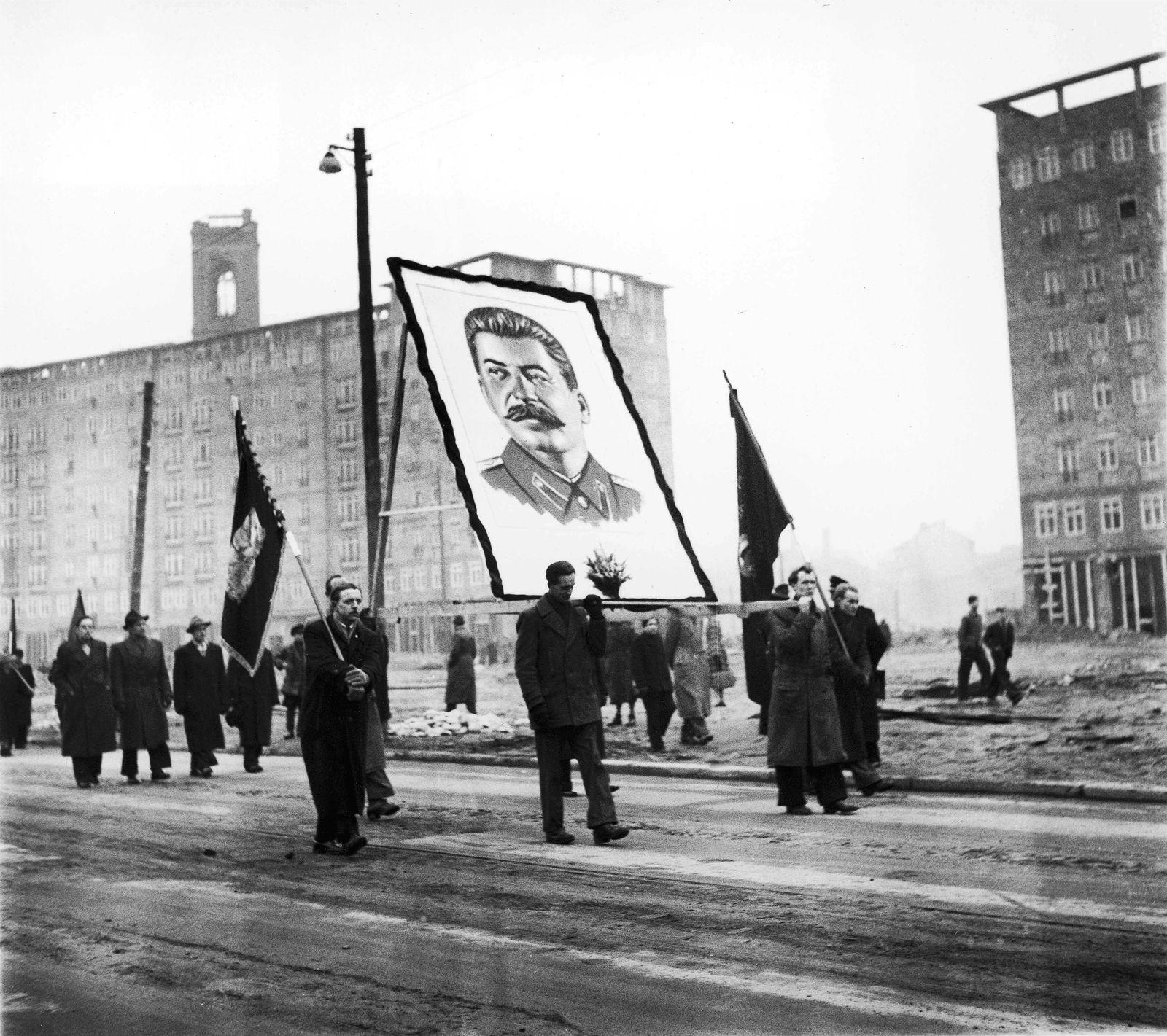 Demonstration anläßlich Stalins Tod in der DDR