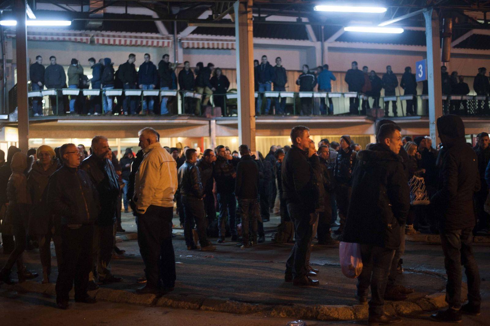 kosovo menschen vor der Ausreise