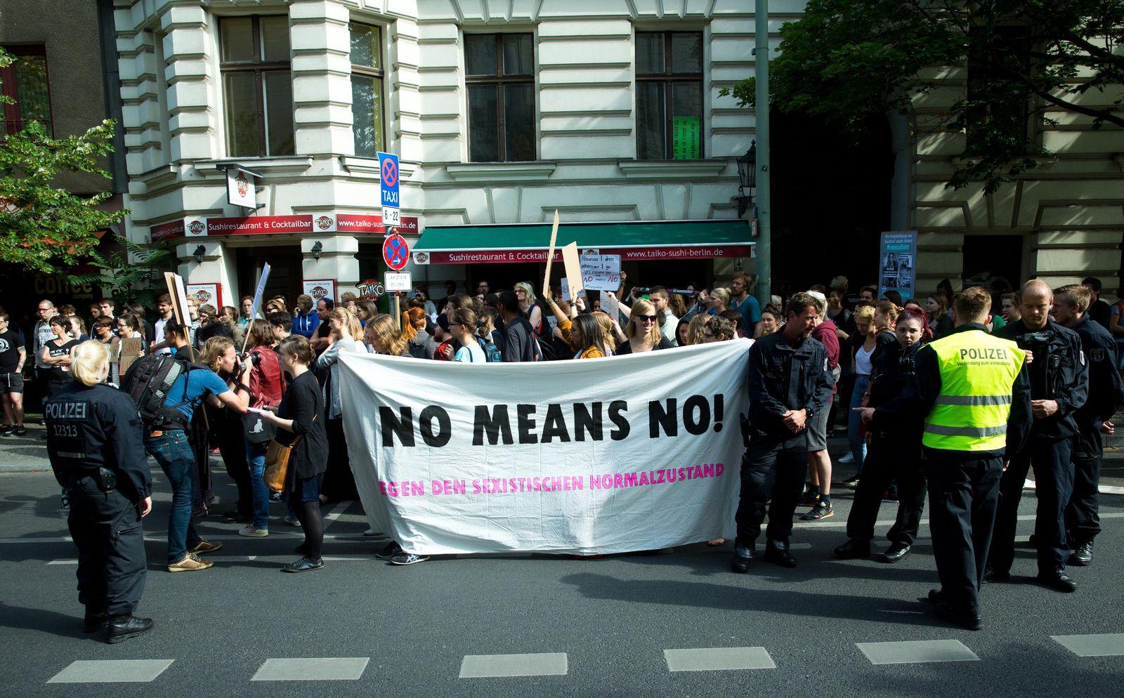 Buch/ Vergewaltigung/ Nein heißt Nein Demo