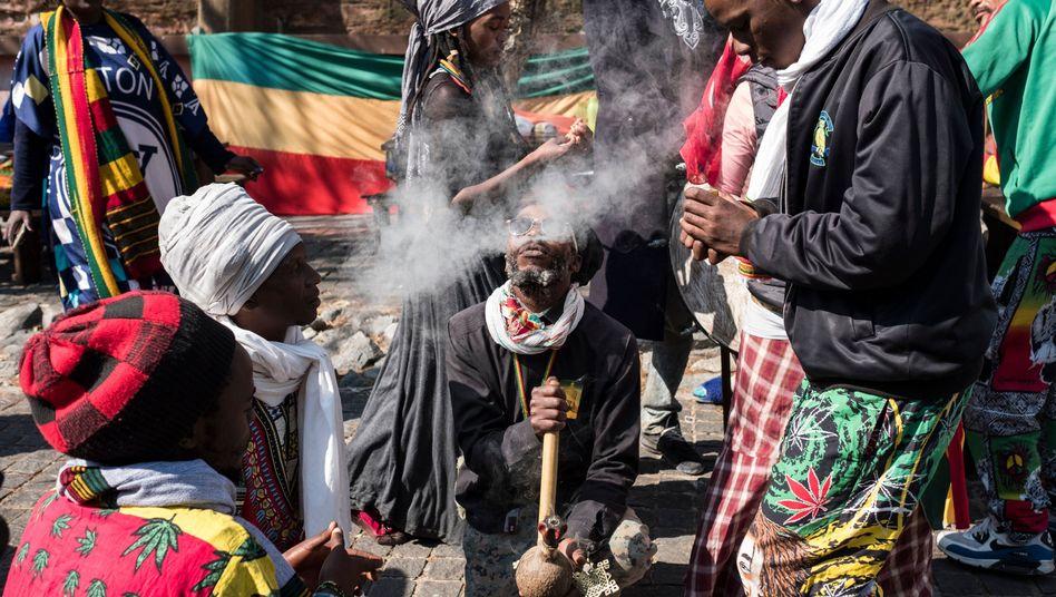 Marihuanaraucher vor dem Verfassungsgericht in Johannesburg