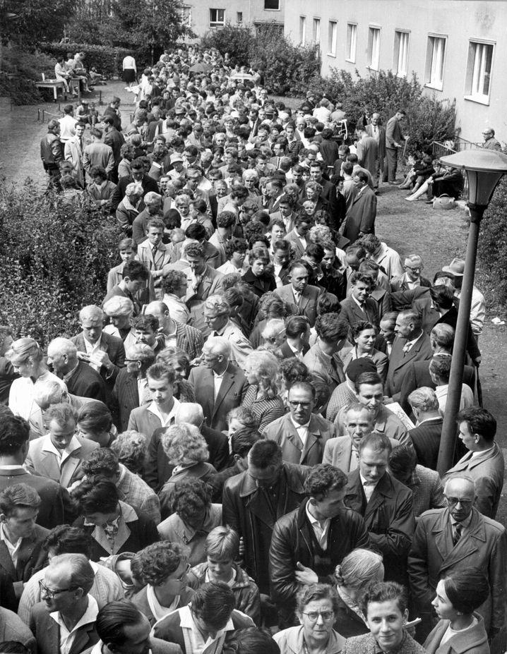 Notaufnahmelager Marienfelde im August 1961: Raus aus der DDR