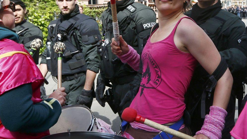 Occupy in Frankfurt: Mit Polizeieskorte aufs Dixi-Klo