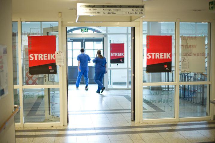 Klinik-Pflegekräfte streiken