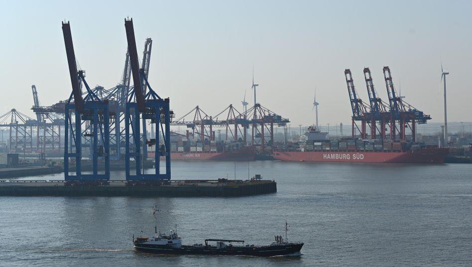 Hamburger Hafen: Die Weltwirtschaft steuert dem IWF zufolge auf eine Rezession hin