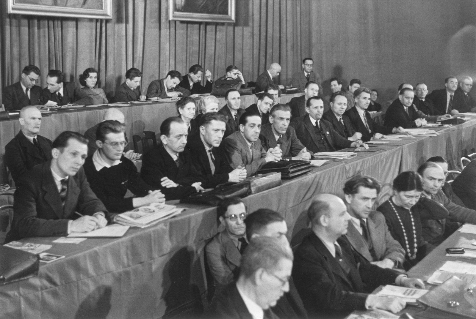 Vereinigungsparteitag von KPD und SPD zur SED im Berliner Admiralspalast am 21./22. April 1946