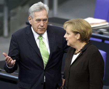 """Ex-Minister Glos, Kanzlerin Merkel: Den Eindruck vermittelt, """"er sei zu dumm, um einen Vermerk zu lesen"""""""