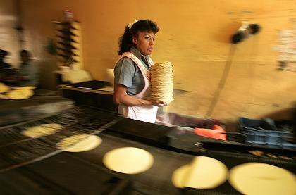 Tortilla-Bäckerin in Mexiko-Stadt: Maisvorräte auf historischem Tief