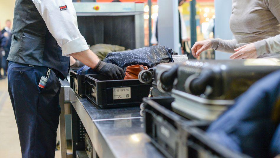 Sicherheitscheck am Flughafen (Symbolbild)