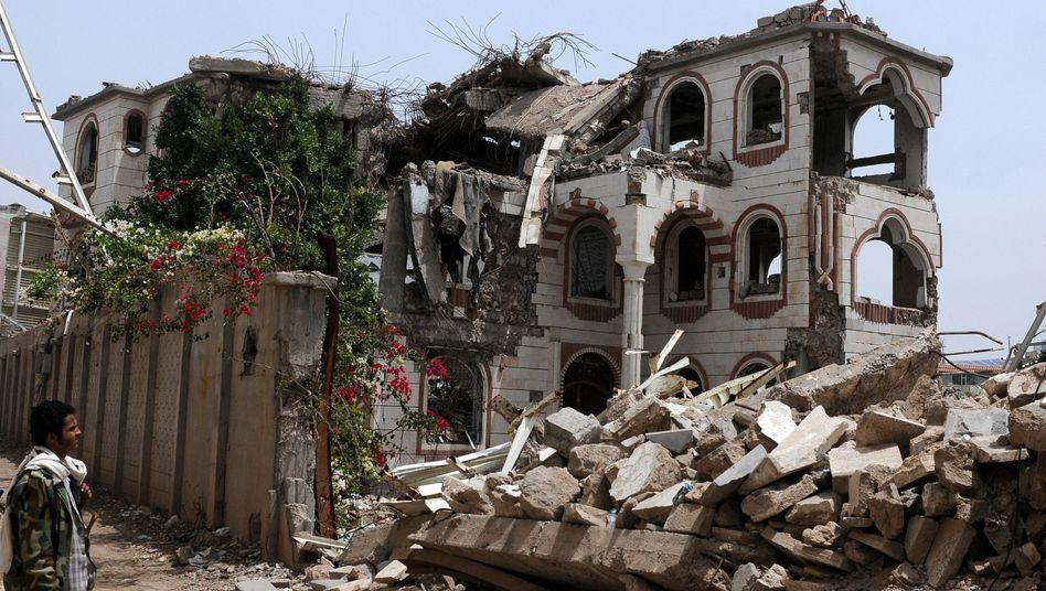 Zerstörtes Haus im Jemen