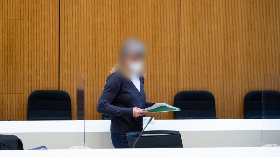 Angeklagte: Heilpraktikerin Susanne G. vor Gericht (Archiv)